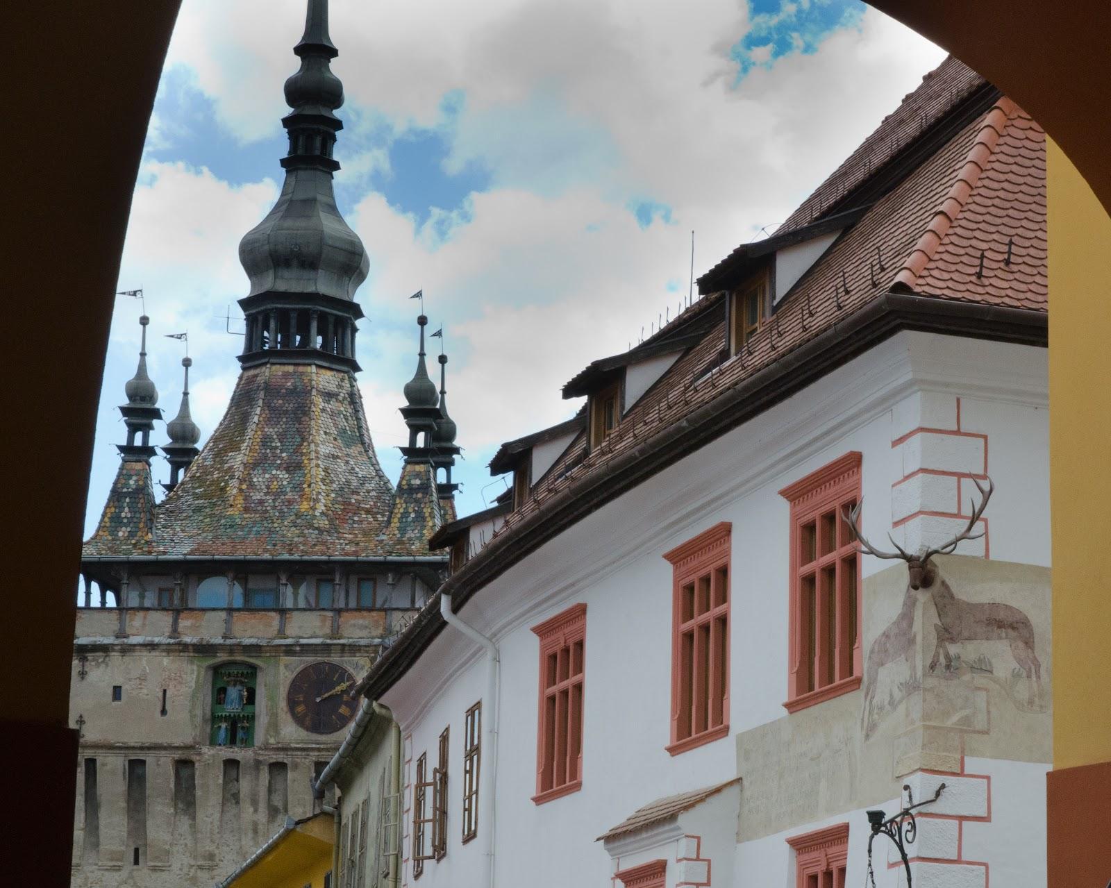 Emblemele Sighișoarei- Turnul cu ceas și Casa cu cerb