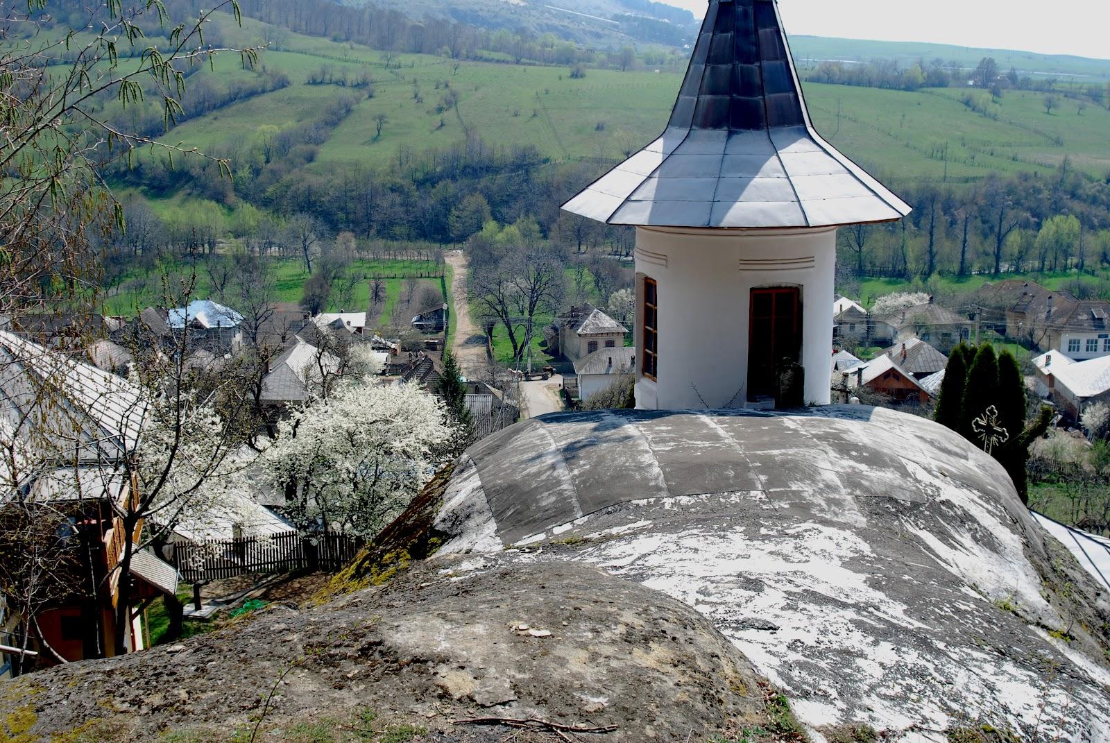 2009-04-1824manastireanamaiesti1