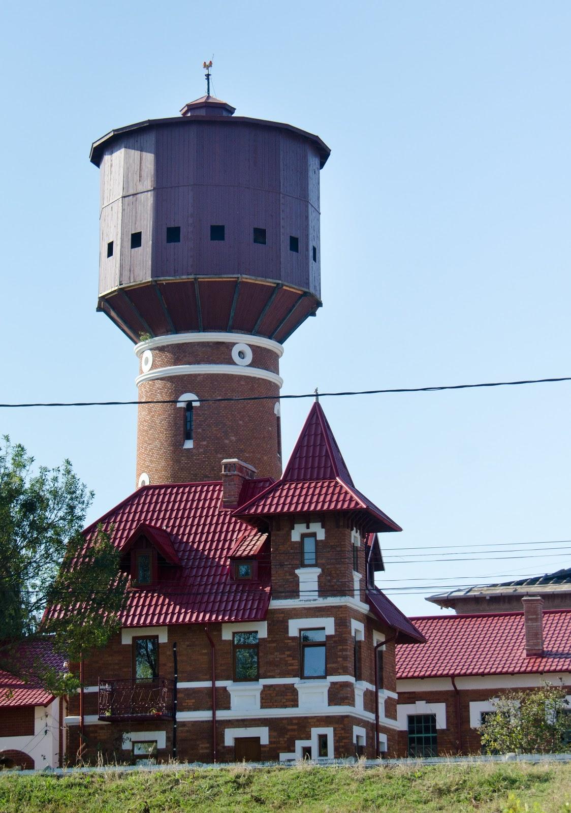 Uzina de apă construită în 1897 cu finanțarea reginei Olandei.