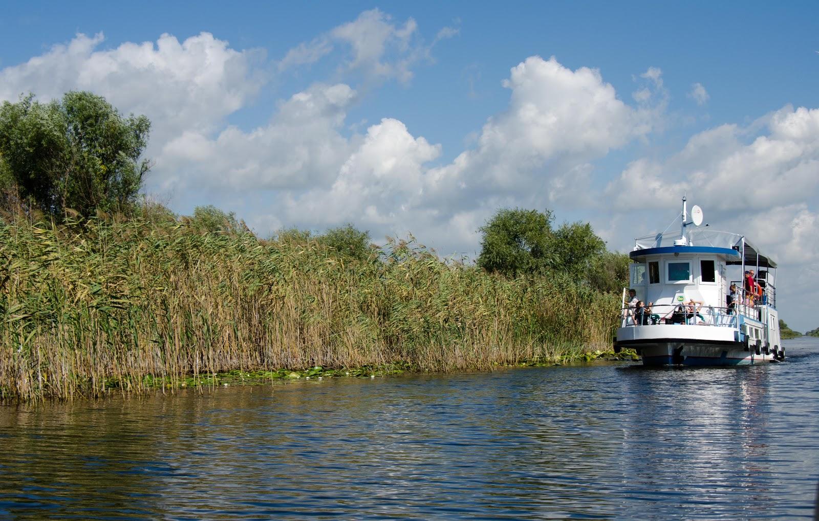 O plimbare pe canalele din Delta Dunării