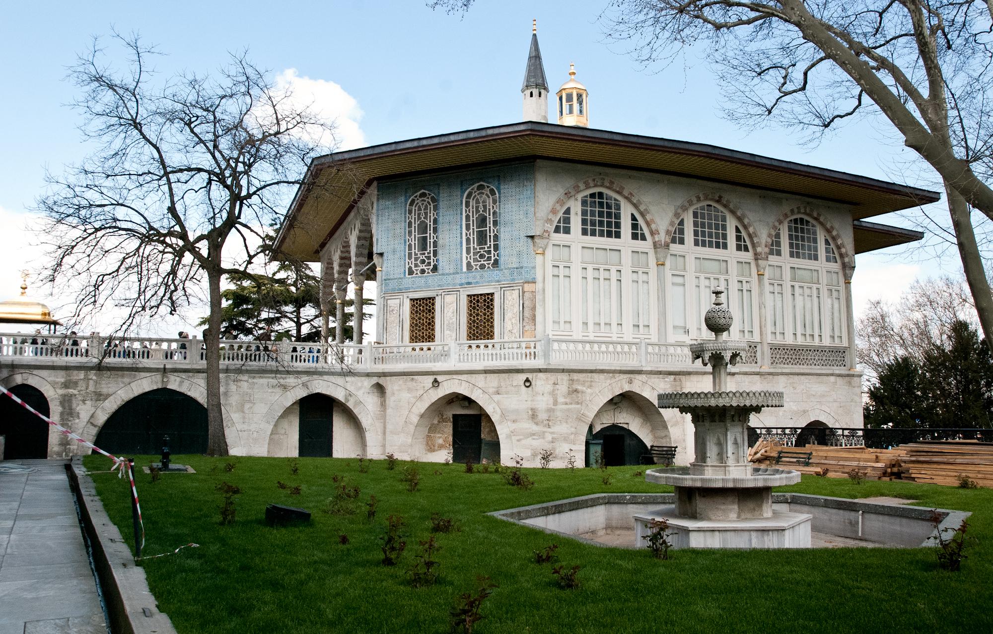 2011-04-23 59 Istanbul - Topkapi - Chioscuri si Pavilioane